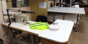 рабочее место под пошив раскроечный стол и швейная машинка